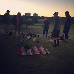 Biggest crowd yet at FTW sunrise coffee, we were six strong 💪 #coffeeoutside #alwayscoffeeneuring