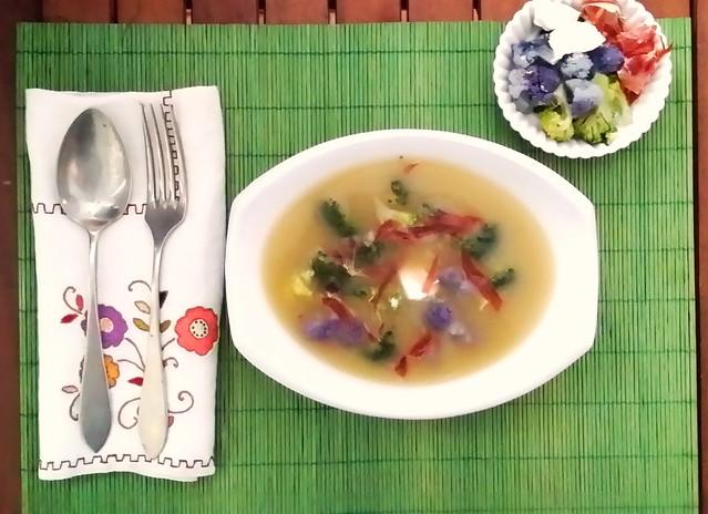 sopa de brou amb flors 2