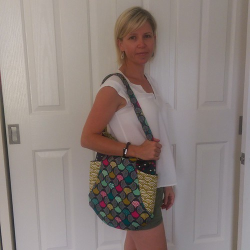 I suck at modelling......but hopefully this pic demonstrates the size of the #241tote when enlarged! #koifabric @iheartlinen
