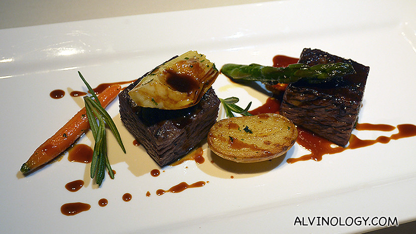Slow-cooked US prime beef short ribs, sautéed potatoes and asparagus, veal reduction