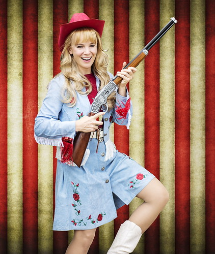Alexis Dascoulias plays Annie Oakley