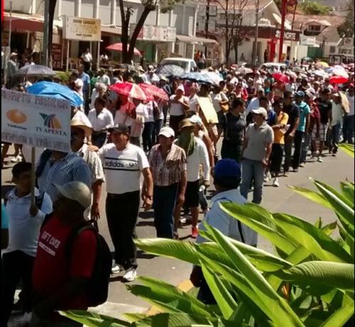 Segundo día de protestas por muerte de maestro en Acapulco