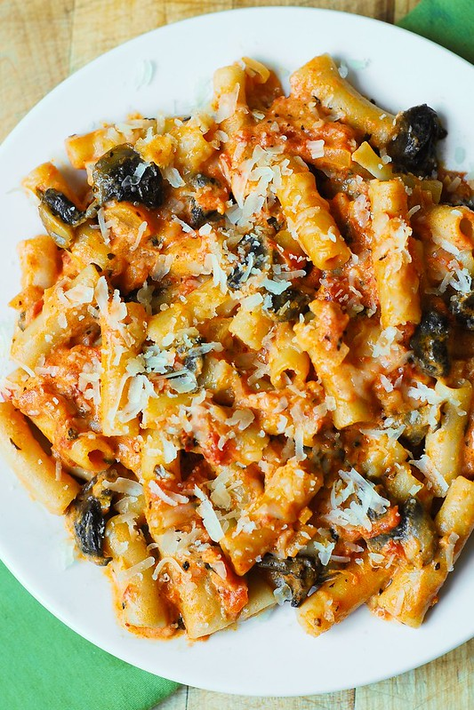 Penne Pasta in Creamy Vodka Tomato Sauce with Mushrooms – make your ...