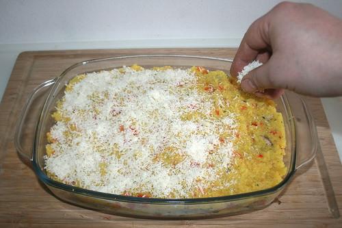 53 - Mit geriebenen Parmesan bestreuen / Dredge with parmesan