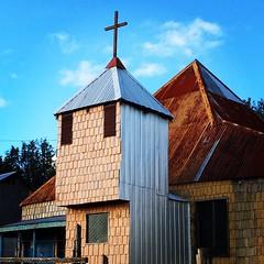 Una iglesia chilota no tradicional, pero tiene su qué sé yo. Nalhuitad, Chonchi.