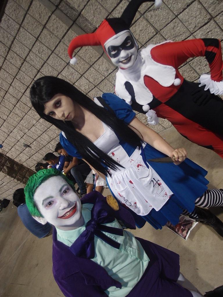 a670cdb6c3d571 Joker Jr   Harley Quinn Cosplaywith Hitomi Chan as Alice