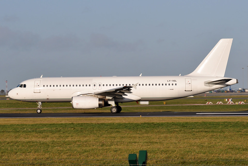 LY-VEL - A320 - Avion Express