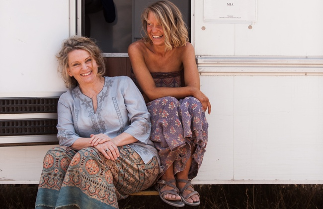 Robyn-Davidson-with-Mia-Wasikowska-on-set-of-Tracks