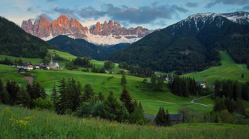 italy l ef f4 southtyrol valdifunes 24105mm santamaddalena 6dcanon saintmagdalena villnos dolomitesitalian alpsvillagesunsetalpenglowduskcanon