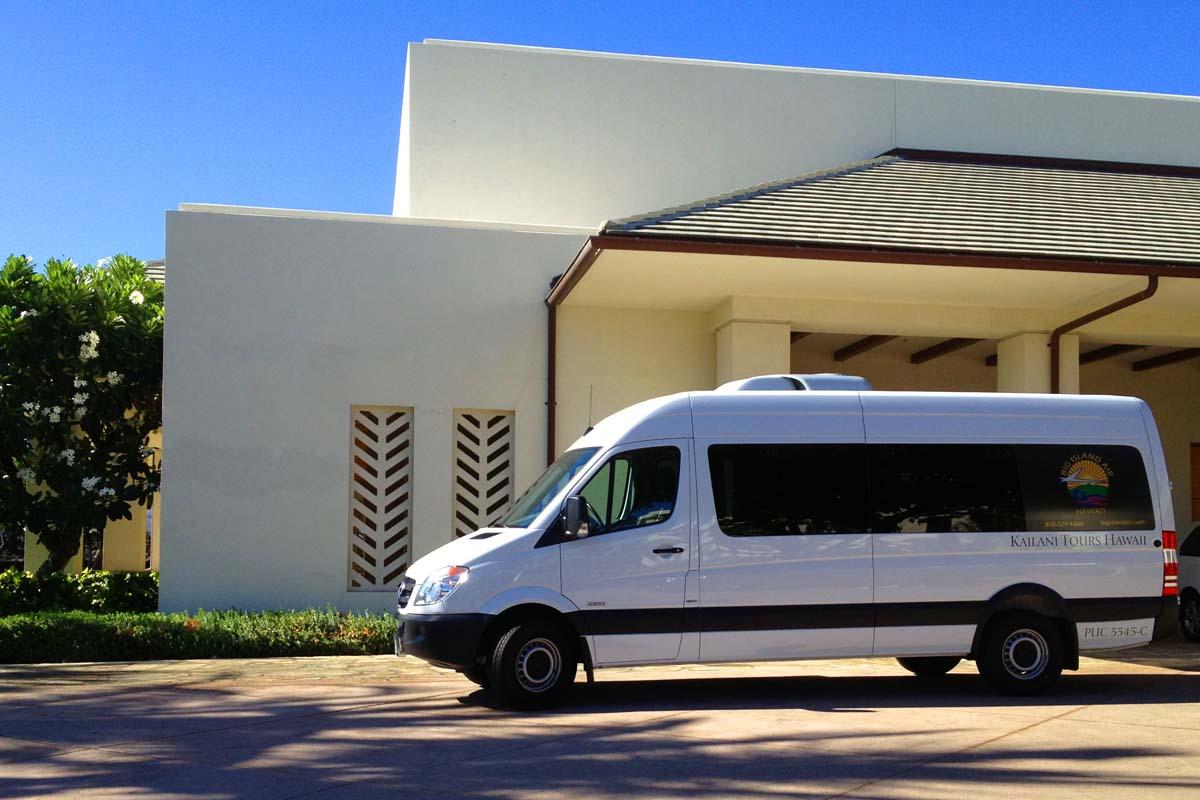 お客様がご宿泊のホテル、および、コナ国際空港を順番に回ってお迎えいたします。