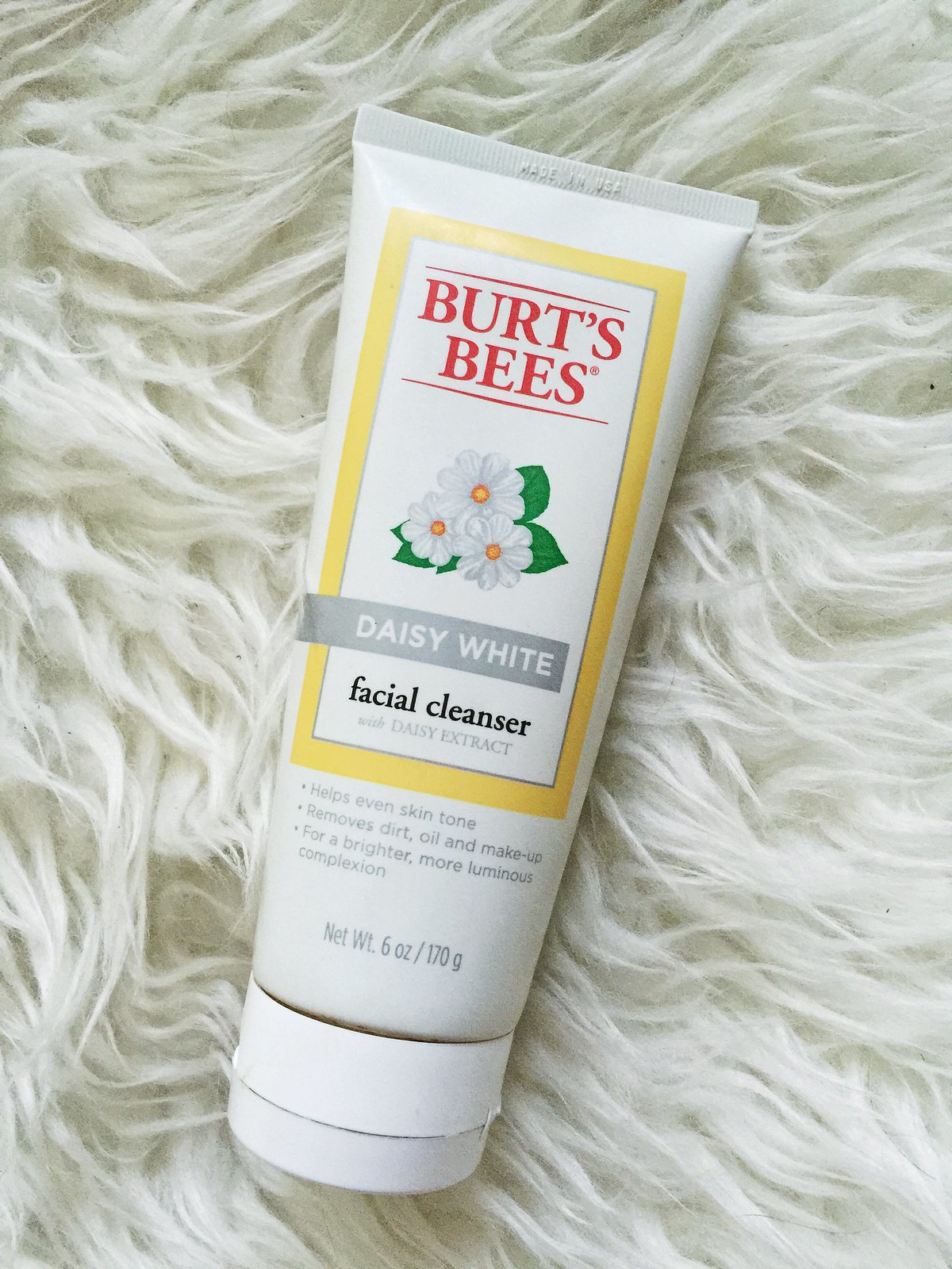 burts-bees-daisy-white-facial-cleanser