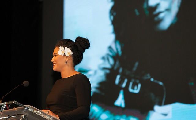 滥用幸存者,Patricia Boone在Childhelp第11届年度推动梦想的舞会上提供主题演讲