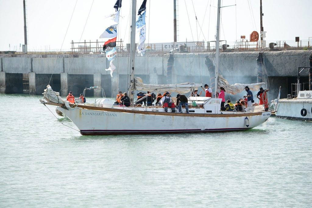 """""""La Sanmartiniana"""", el velero que recorrió los puertos chubutenses."""