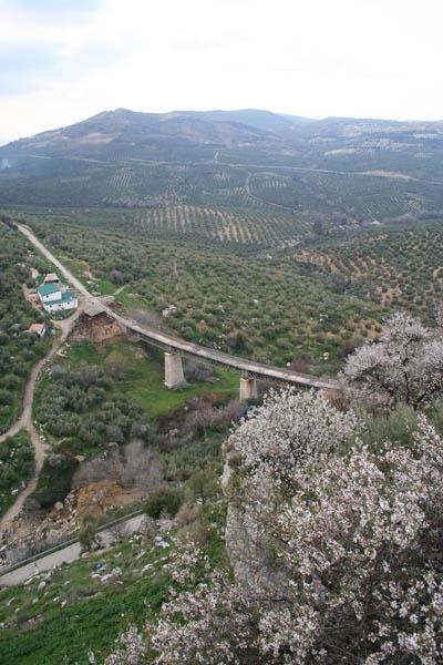 Otra vista del viaducto de Zuheros. © Paco Bellido, 2006