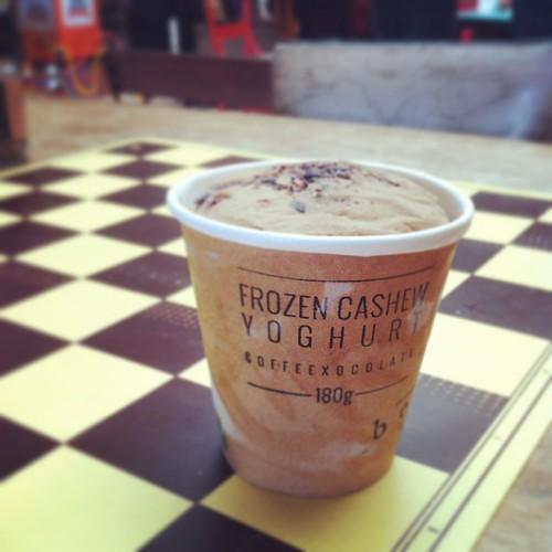 Cashew frozen yoghurt