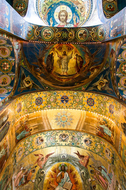Arched mosaic ceiling and dome in Church of the Savior on Blood, Saint Petersburg, Russia サンクトペテルブルク、血の上の救世主教会の天井アーチとドーム
