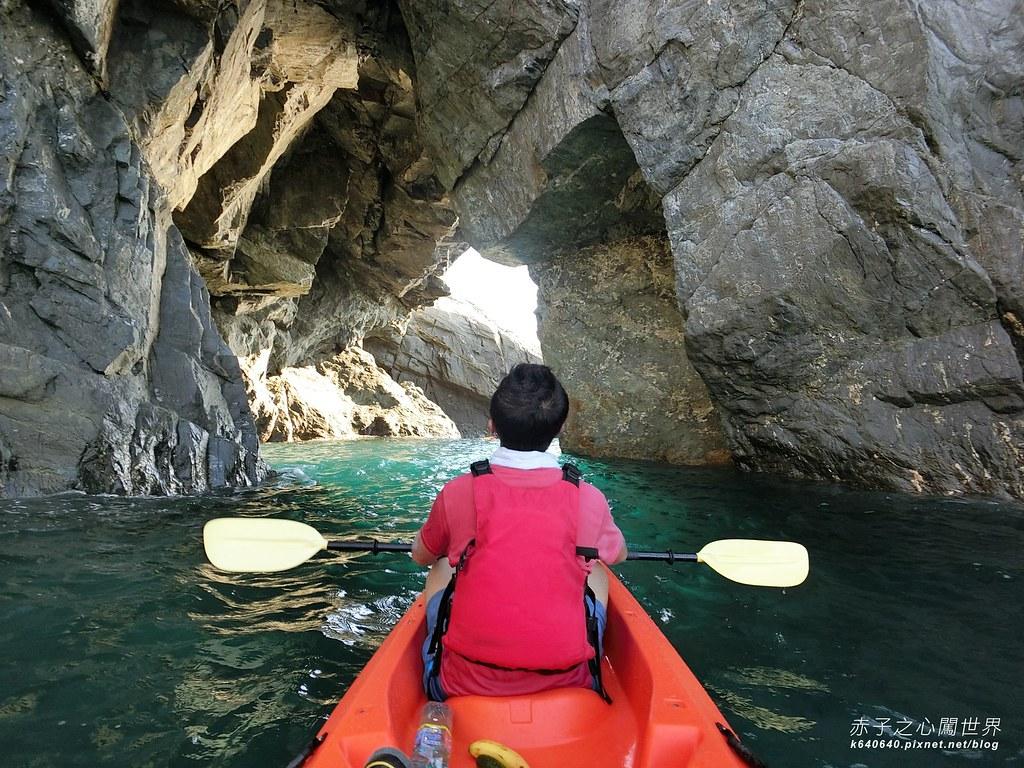 東澳灣-烏岩角獨木舟!穿越湛藍壯闊的海蝕洞,登陸中央山脈的起點