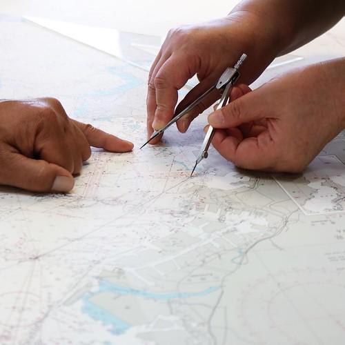 海図の見方や、航海計画についてなどを勉強する。