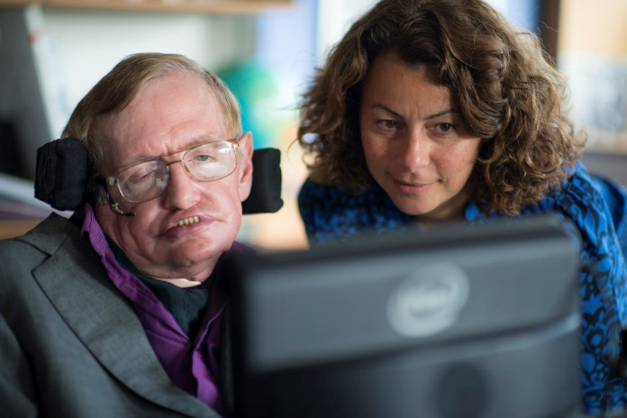 Stephen Hawking y Lama Nachman de Intel Labs