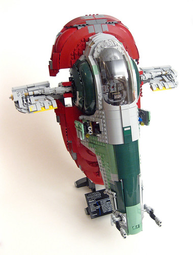 75060 Slave 1 on stand front right oblique