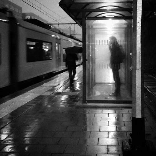 'Shelter' -#Brussels #Belgium 2015 #smartshots #people #commuters #train #station #Etterbeek #bw