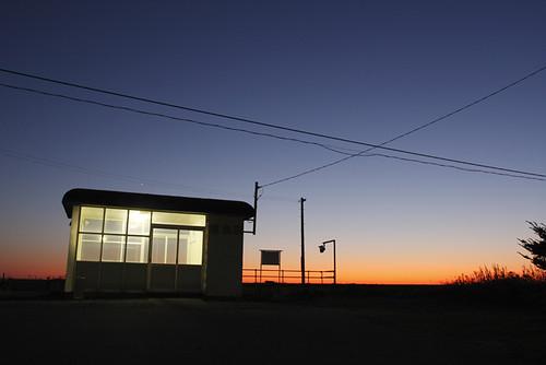 無人駅の夕暮れ