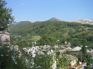 Masivul Mateiaș văzut de la Mănăstirea Nămăiești