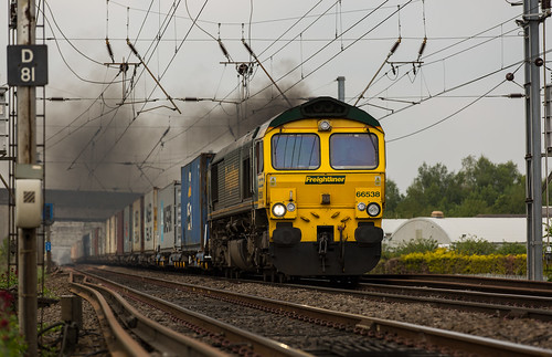 Freight liner Class 66/5 no 66538 at Newark Hatchets lane with a southbound intermodal
