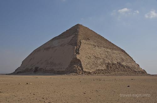 【写真】世界一周 : 屈折ピラミッド、赤ピラミッド