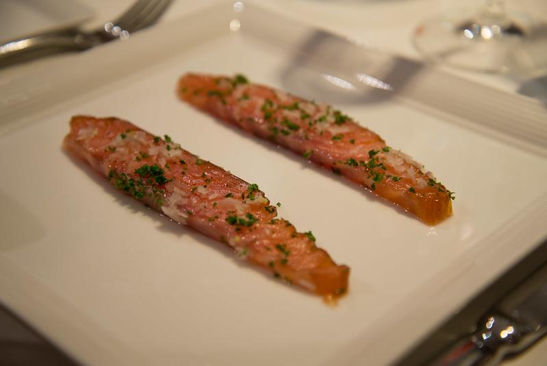 Salmón ahumado casero con chalotas, perejil y limón - Club de las Cenas Secretas en Atelier Belge