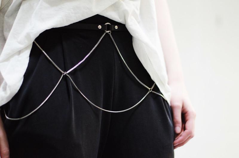 silver chain belt on juliettelaura.blogspot.com