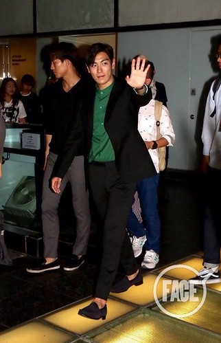 TOP-stagegreeting-premiere-HongKong-20140927_(28)