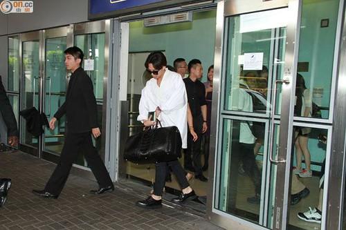 GDragon-arrival-HongKong-20140806 (1)