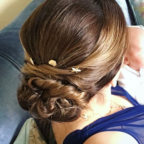 Final hairdo for #justsaranups is elegant yet relaxed. A perfect look for this wedding! The stylist even incorporated my favorite bobby pins. #hairdo #weddinghair #updo