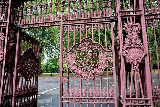 Queen's Gate  DSC_0273