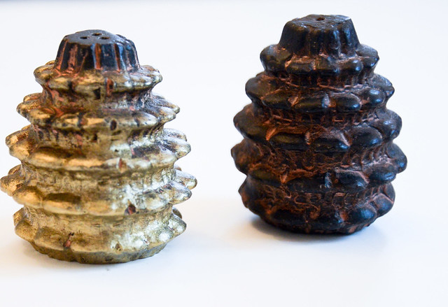 DIY rustic ombre gold pinecone salt shaker for the holidays