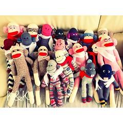 昨日、ソックモンキーたちが、京都に向かって出発しました! 明日から一週間、大丸京都店(Creemaさんのイベント)で、新しいおうちを探します⊂((・⊥・))⊃ 優しい家族に出会えますように♡ #ソックモンキー #ソックスモンキー#ハンドメイド #靴下 #猿 #靴下#猿 #ぬいぐるみ #sockmonkey #socksmonkey #handmade #socks #monkey #stuffedanimal #Creema