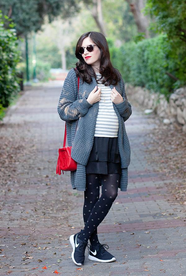 fashionpea, maternity fashion, style the bump, maternity street style, israeli fashion blogger, אופנה בהריון, בלוג אופנה, אבישג ארבל, בגדי הריון, סטייל בהריון, חצאית ונעלי ספורט, אופנה בתל אביב