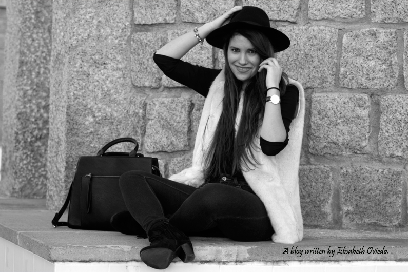 chaleco de pelo blanco y sombrero negro HEELSANDROSES (8)