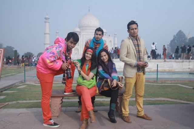 pelakon berlatarkan Taj Mahal