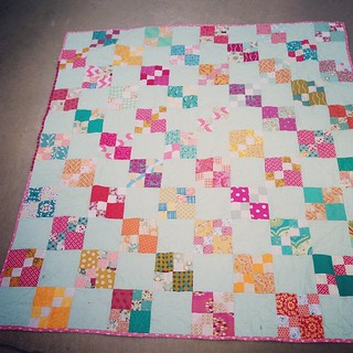Our WISH Circle 4-penny patch quilt is done! #dogoodstitches
