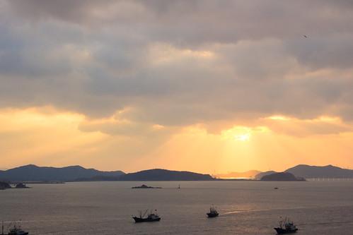 light sunset sea sky sun sunshine clouds buddha holy 日落 天空 zhejiang 浙江 大海 zhoushan 普陀山 舟山 阳光 东海 云层 照耀 圣光 观音菩萨 mtputuo