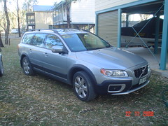 automobile(1.0), sport utility vehicle(1.0), vehicle(1.0), volvo xc70(1.0), volvo v70(1.0), mid-size car(1.0), volvo cars(1.0), land vehicle(1.0),