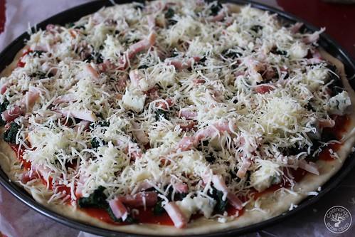 Pizza de espinacas, bacon y gorgonzola www.cocinandoentreolivos.com (19)