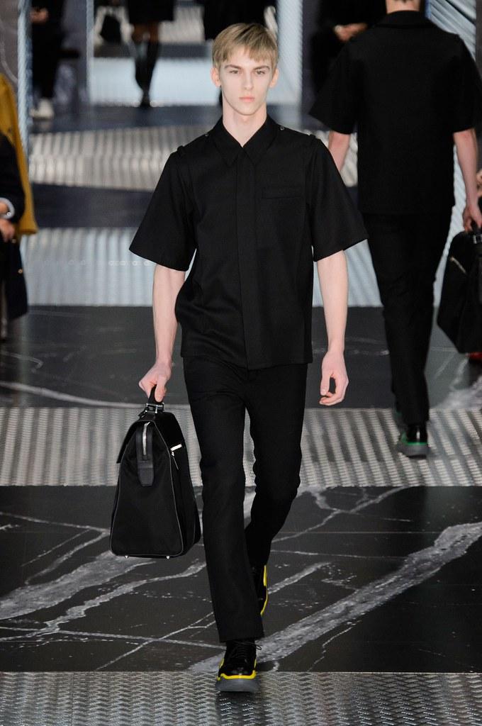 Dominik Sadoch3243_FW15 Milan Prada(fashionising.com)