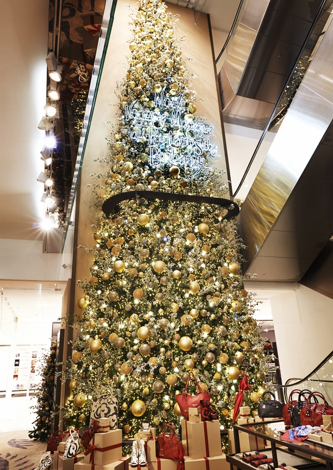 2 _The Magical Christmas Journey by Burberry_ - Atrium