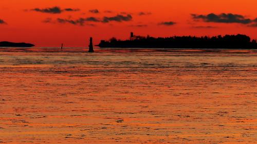 winter sunset sea sky cloud reflection clouds finland geotagged islands helsinki january balticsea u bluehour helsingfors fin ullanlinna seashore uusimaa 2015 nyland ulrikasborg eteläinenuunisaari södraugnsholmen 201501 20150105 geo:lat=6015164392 geo:lon=2495201647