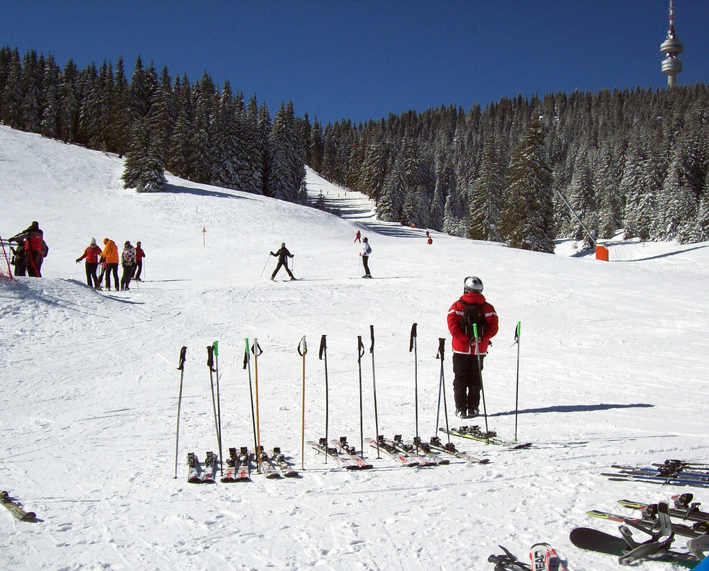 SKIING IN PAMPOROVO