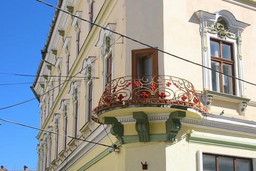stradanicolaebălcescu heltauergasse sibiu hermannstadt nagyszeben transylvania siebenbürgen erdély romania românia europe balcony street building urban town city