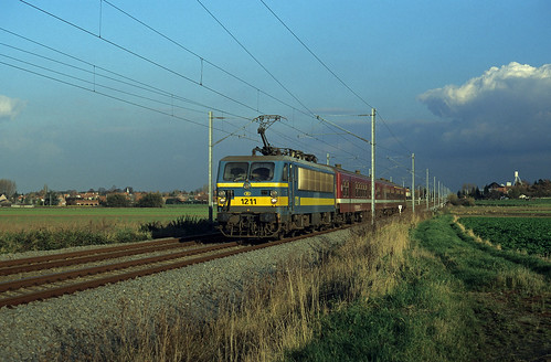 HLE 1211 + L 5732 to Lille-Flandres at Blandain on 14 November 1996